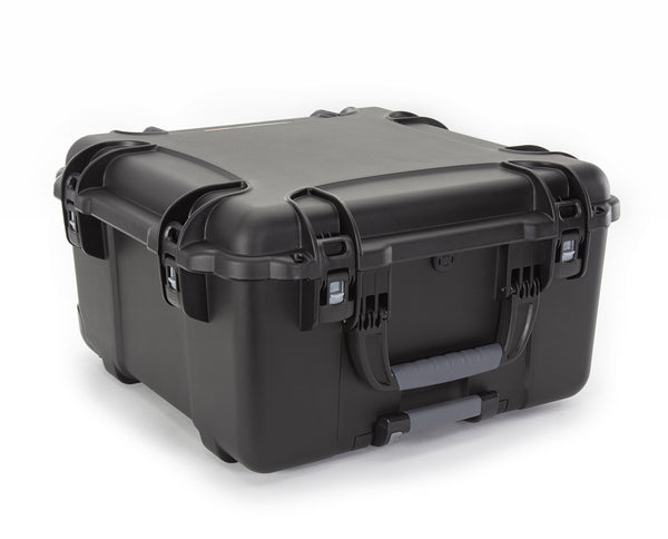 The NANUK 968 hard case offers the maximum level of protection for all of your personal and professional equipment.