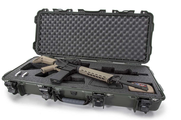 Built to organize, protect, carry and survive tough conditions, the 985 AR15 waterproof hard case is impenetrable and indestructible with a lightweight tough NK-7 resin shell and four (4) PowerClaw latches.