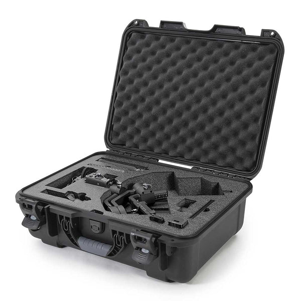 The NANUK 930 For DJI™ Ronin-S | SC protective case comes with a soft grip and ergonomic handle to make it easy to transport.