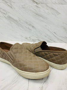 Casual Shoes 9-44AF3EE5-6827-4107-AE3A-4399F535412B.jpeg
