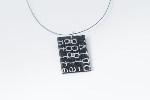 Courier Black Necklace - Regular