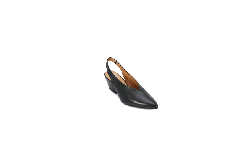 A very versatile little sling back. This beautifully shaped toe with it's V front is suitable for many foot shapes particularly a broad foot. The 4cm stacked heel is a comfortable height for most wearers and is particularly popular as a corporate work shoe. Colours  -  Black,
