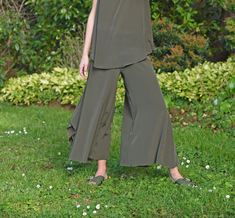 Beautifully cut silk pants that look and feel amazing. Suitable for evening to casual in any season. Colour olive.
