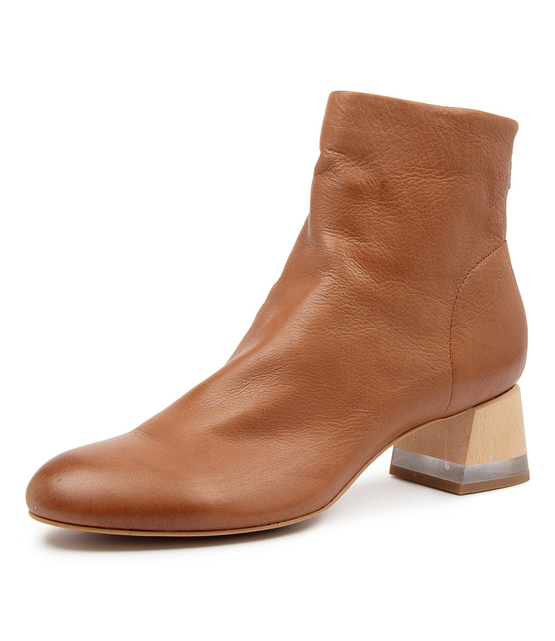 Leather ankle boots with 4.5cm heel and back zip in cognac brown