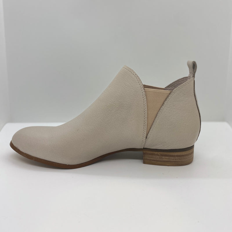 Nude leather ankle boot with triangle elastic gussets