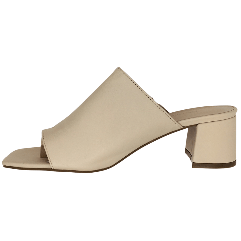 Beige soft leather toe thong slide. Heel 5.5cm.