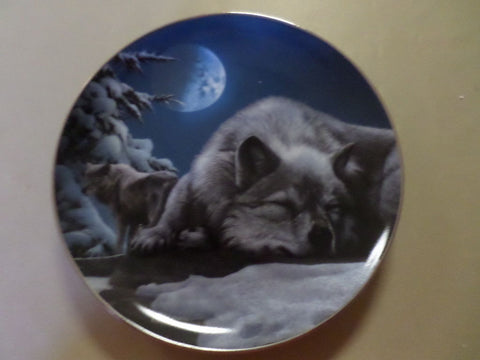 Moonlight Phantom Collector's Plate #415A of Realm Of The Wolf at Bradford Exchange CP034