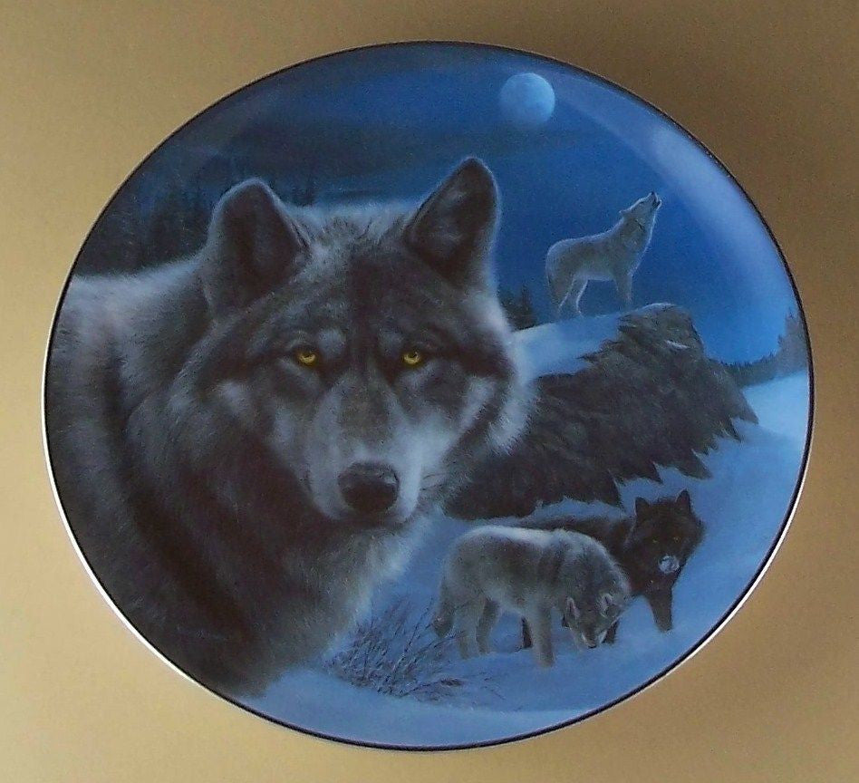 Night Watch Collector's Plate #2376A of Realm Of The Wolf at Bradford Exchange CP037