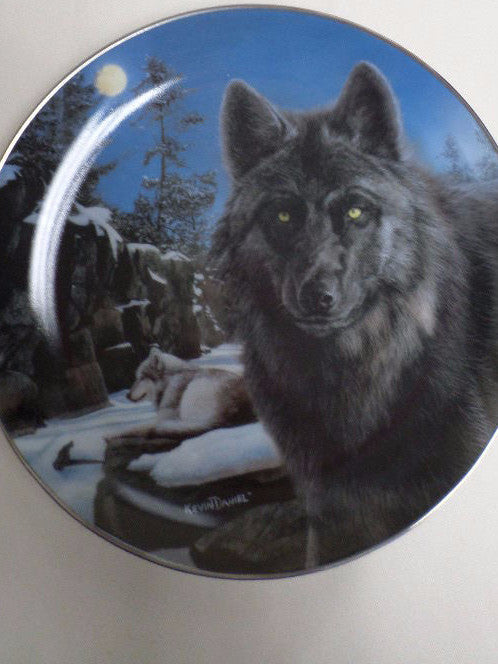 Moon Shadow Collector's Plate #1366A of Realm Of The Wolf at Bradford Exchange CP040