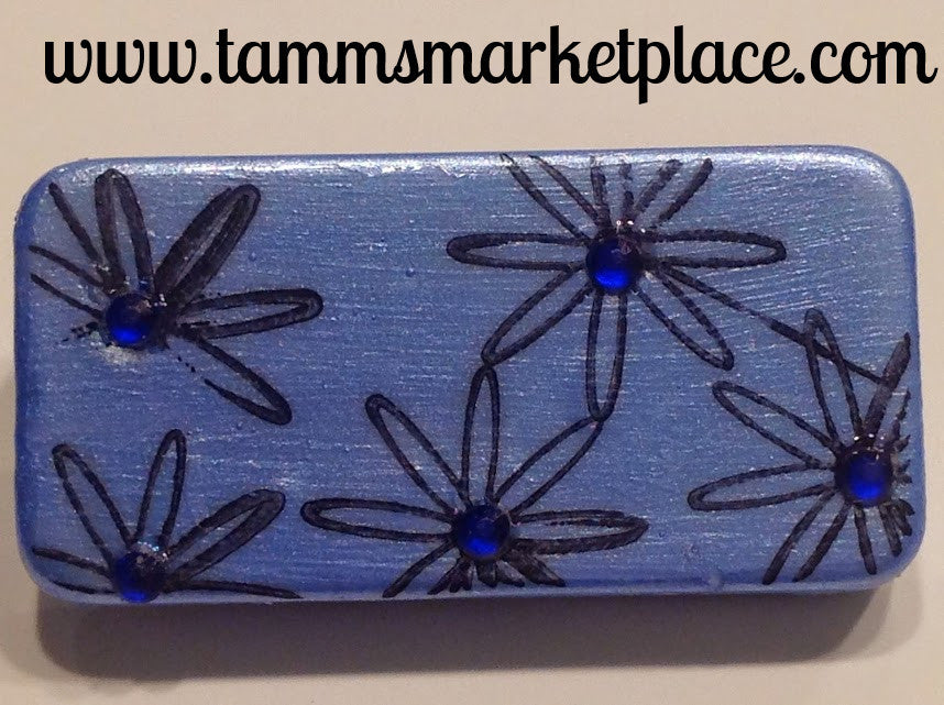 Blue Domino Pin with five stamped flowers and jewels MKP005