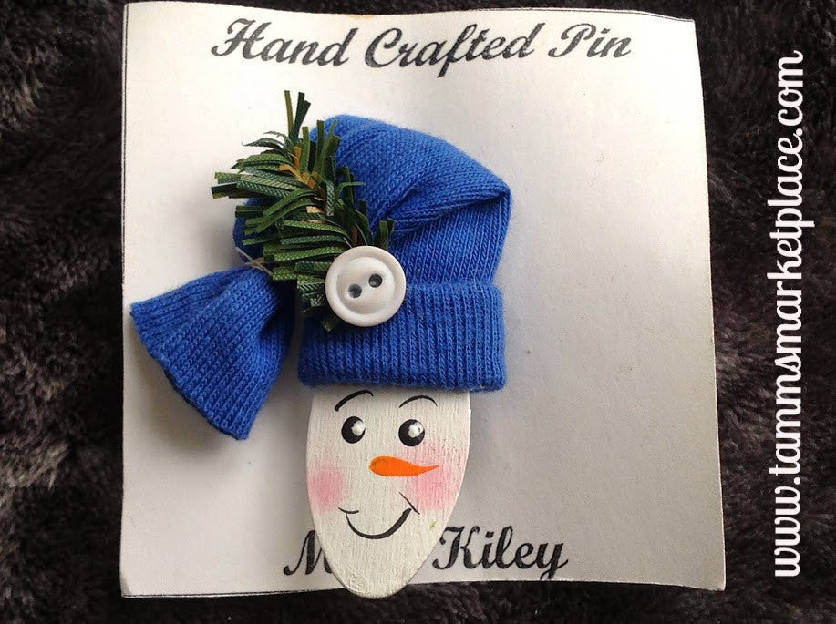 Snowman w/Fabric Hat Hand Painted Wooden Pin MKP082