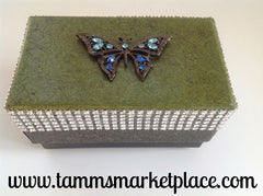 Green Box w/Butterfly QBX019