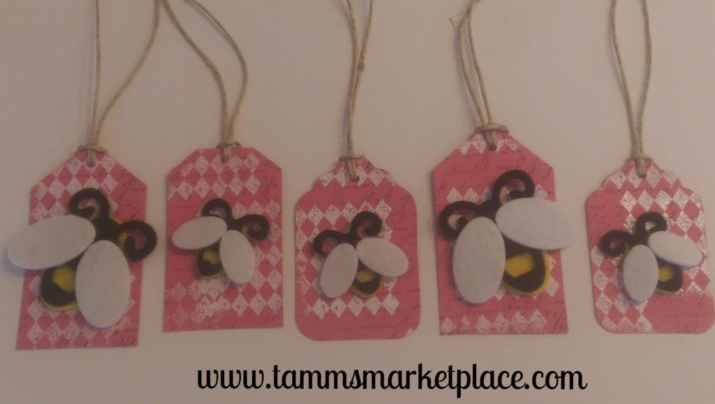 Paper Gift Tag Set of 5 Honey Bees on Pink Background with White Embossed Checkered Pattern QGT011