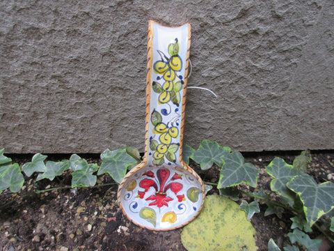 This handmade and hand-painted spoon rest is decorated in traditional Tuscan pattern