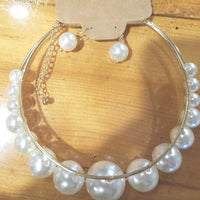 Pearl necklace on Gold
