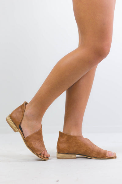 Daydreaming- Cognac Flat Sandal