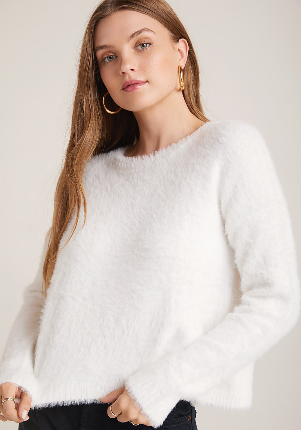 bella dahl Best selling sweater updated this year in a winter white! This super soft fuzzy sweater has a slouchy boxy shape. We love it with jeans and booties or sneakers for the perfect Fall outfit. The Fuzzy Slouchy Sweater in Winter White