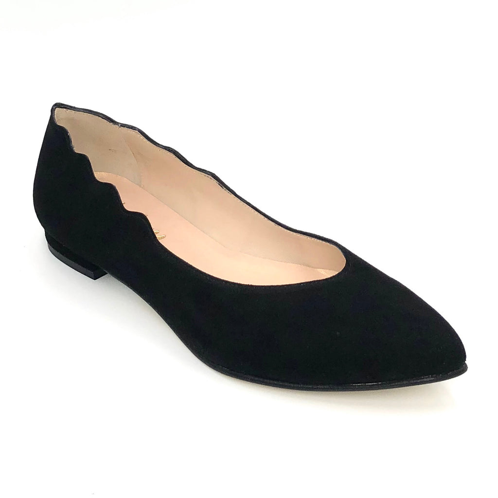 French  Sole Farmington - The Almond Flat with Scallop Edge in Black French Sole.