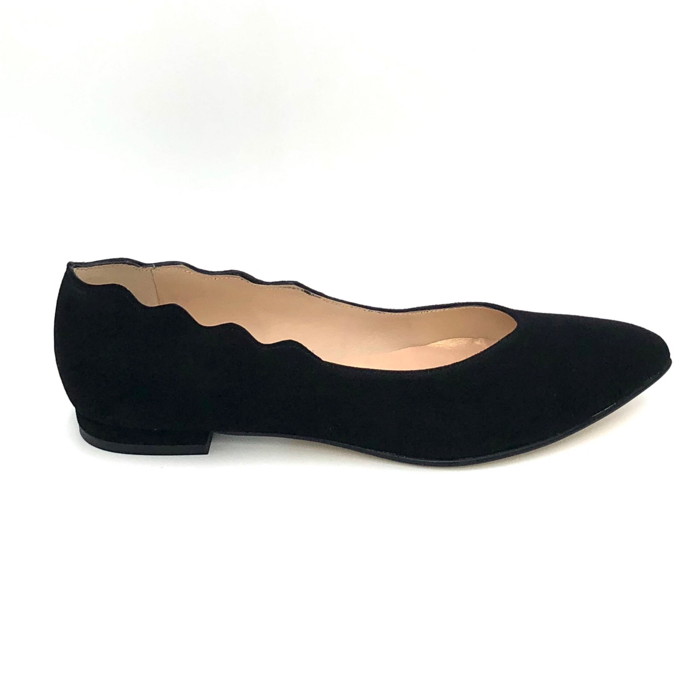The Almond Flat with Scallop Edge in Black