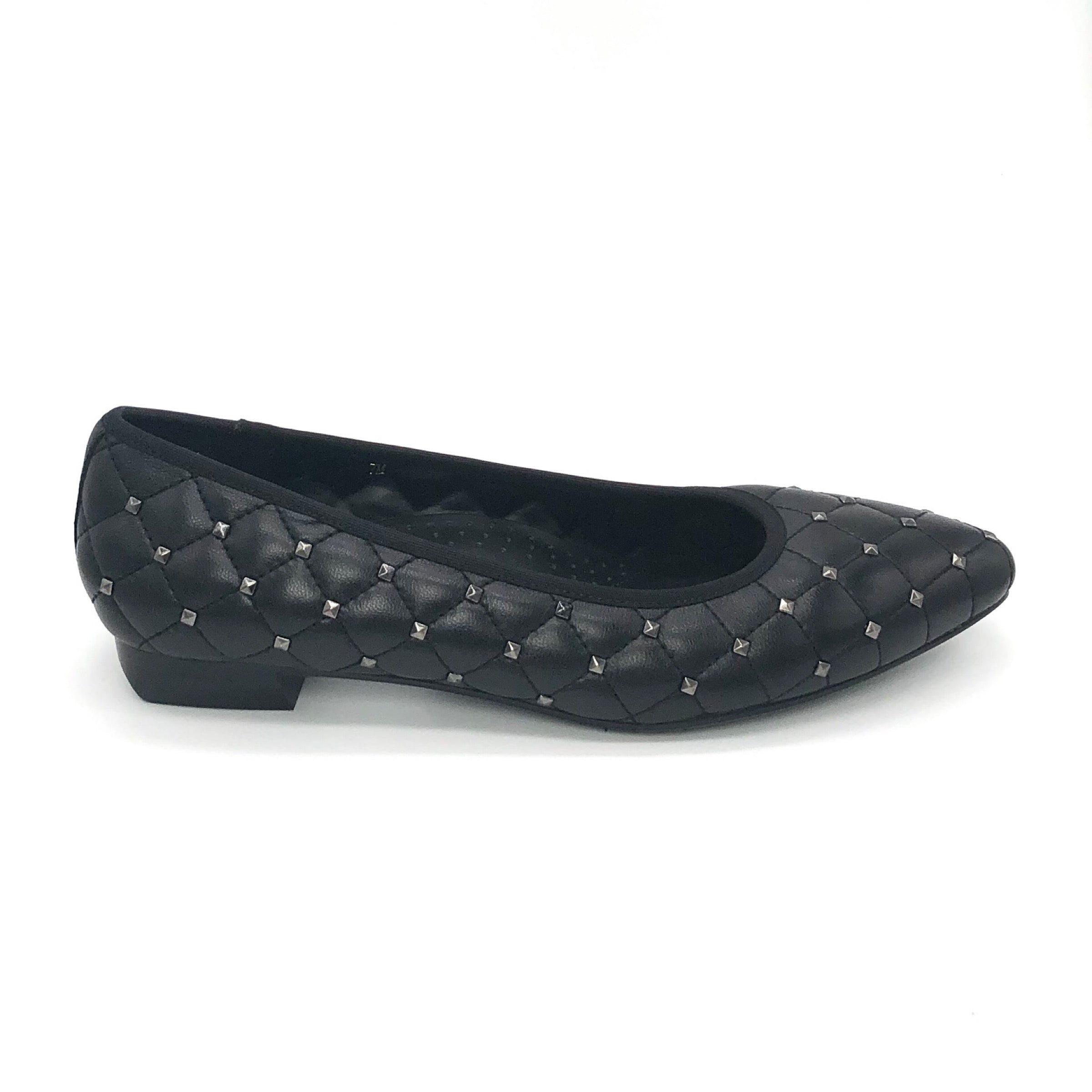 The Quilted Pyramid Stud Flat in Black