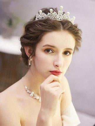 Bridal pearl crown, pearl bridal tiara, bridal headdress, classic wedding tiara, statement pearl headpiece, bridal headband