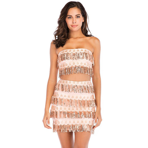 A two-piece strapless, strapless, fringed, slim sequined bust dress