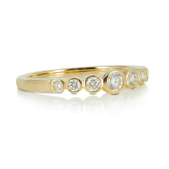 Bezel-Set Diamond Graduated Seven Stones Band - 18K Yellow Gold