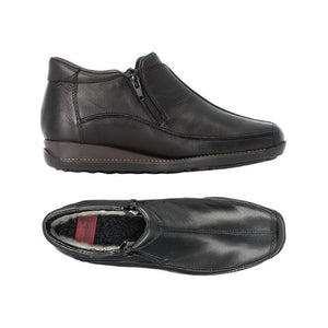 Top view showing wool lining and side view of the black ankle boot in leather with side zipper and thick outsole
