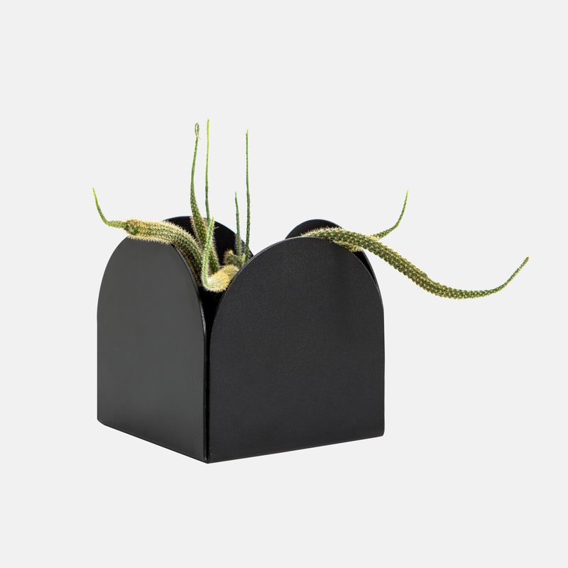 Made of Tomorrow | FOLD Arch Pot ∙ Black
