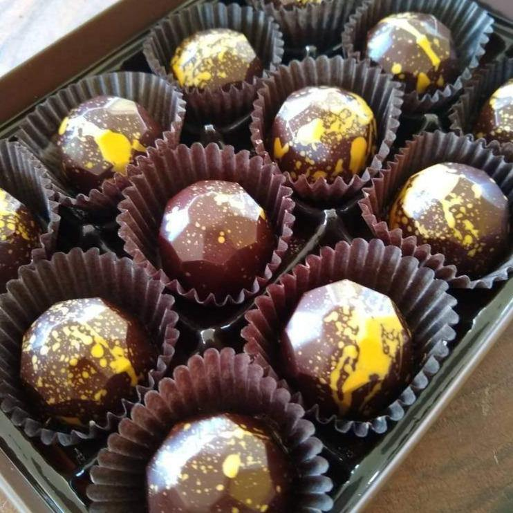 Dark Chocolate Salted Caramel Gift Box - m2 Confections