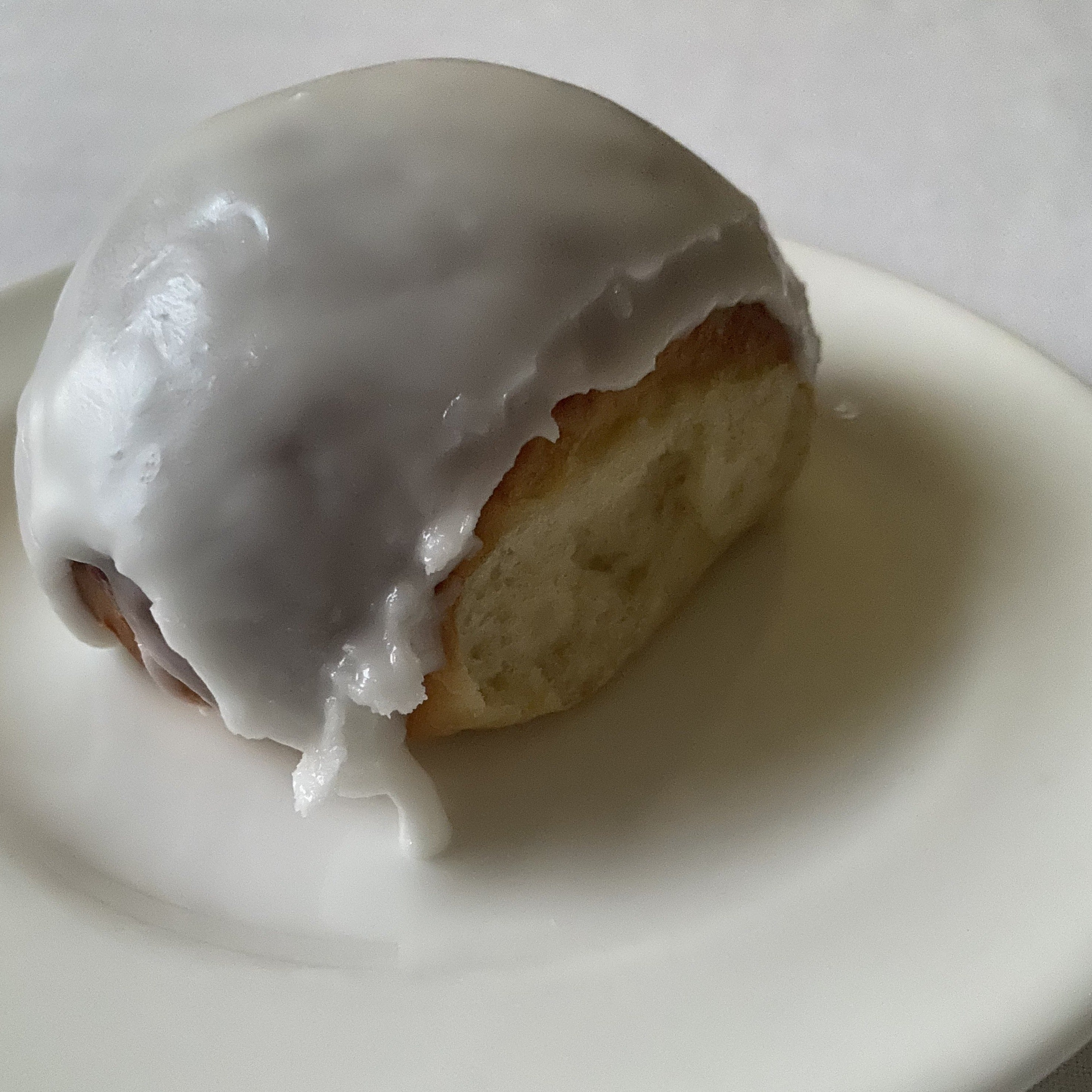 Amalfi Lemon Iced Bun