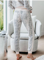 Load image into Gallery viewer, Women Fashion Snake Print Casual Pants