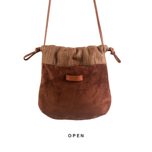CHLORIS SUÈDE&STRAW, réversible bag in caramel suède leather and caramel soft straw
