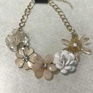Primary Photo - BRAND:    CLOTHES MENTOR STYLE: NECKLACE COLOR: FLORAL SKU: 313-31332-8482