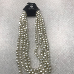 Primary Photo - BRAND:    CLOTHES MENTOR STYLE: NECKLACE COLOR: PEARL SKU: 313-31344-21277