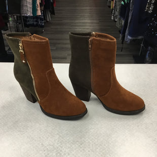 Primary Photo - BRAND:    CLOTHES MENTOR STYLE: BOOTS ANKLE COLOR: BROWN SIZE: 7 OTHER INFO: CM - WITH GREEN SKU: 313-31349-3215