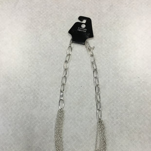 Primary Photo - BRAND:    CLOTHES MENTOR STYLE: NECKLACE COLOR: SILVER SKU: 313-31332-8443R