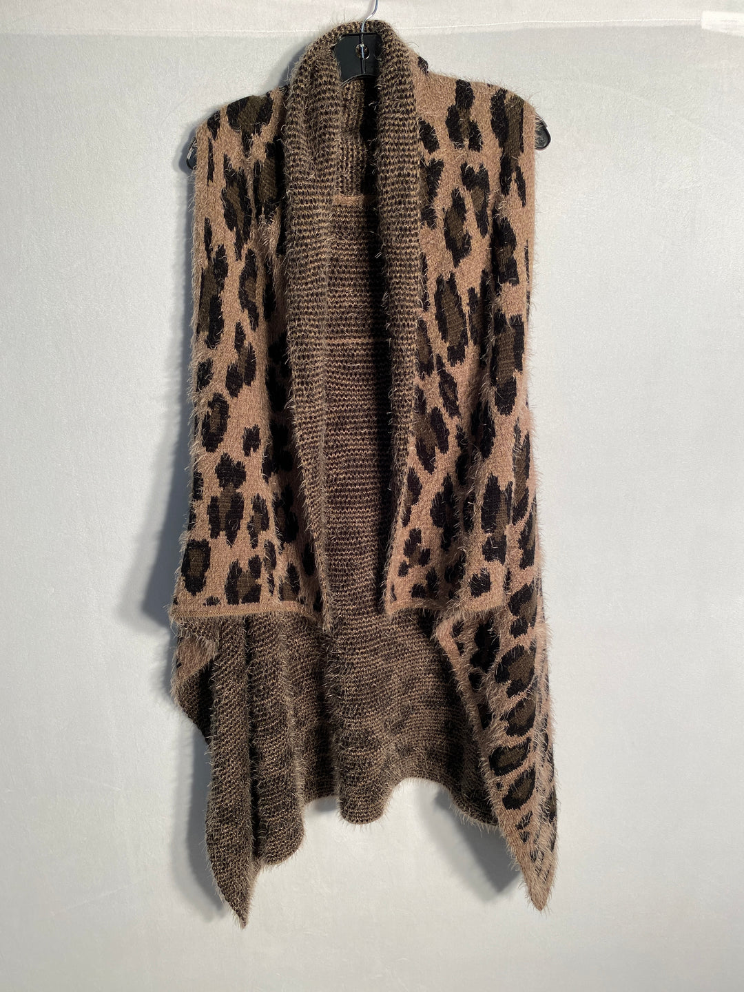 Primary Photo - BRAND:    CLOTHES MENTOR<BR>STYLE: VEST FLEECE<BR>COLOR: ANIMAL PRINT<BR>SIZE: ONESIZE<BR>SKU: 313-31328-32593