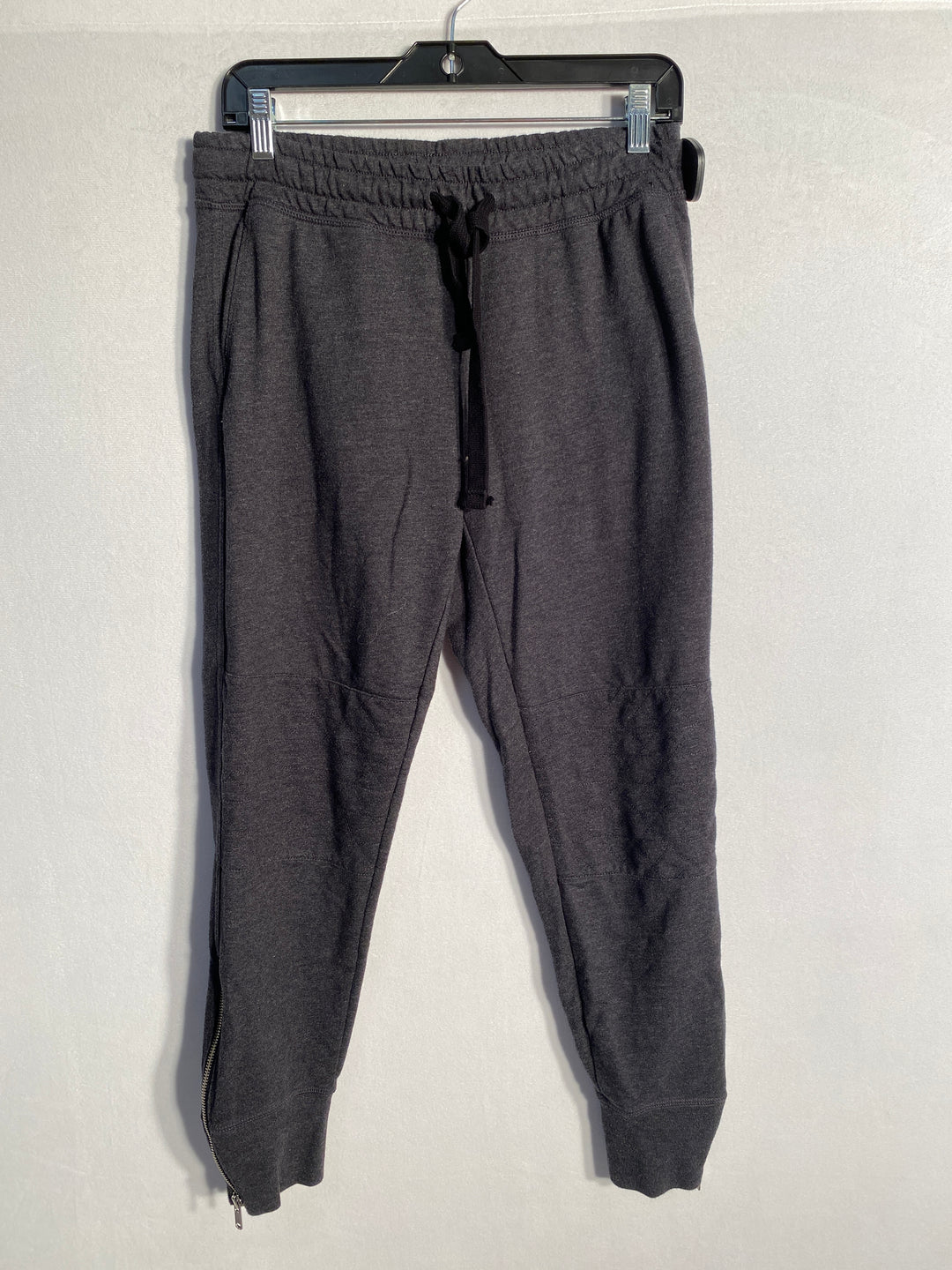 Primary Photo - BRAND: GAP<BR>STYLE: ATHLETIC PANTS<BR>COLOR: SILVER<BR>SIZE: S<BR>SKU: 313-31332-5334