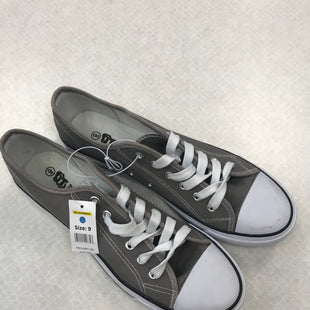 Primary Photo - BRAND:    CLOTHES MENTOR STYLE: SHOES FLATS COLOR: GREY SIZE: 9 OTHER INFO: OT REVOLUTION - SKU: 313-31311-30519
