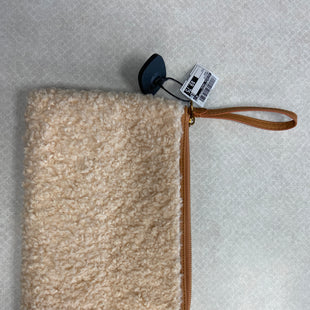 Primary Photo - BRAND: UNIVERSAL THREAD STYLE: WRISTLET COLOR: CREAM SKU: 313-31344-20653