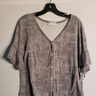 Primary Photo - BRAND:    CLOTHES MENTOR STYLE: TOP SHORT SLEEVE COLOR: GREY SIZE: L OTHER INFO: CES FEMME - SKU: 313-31328-24401