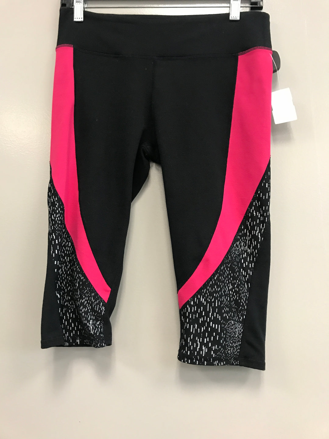 Primary Photo - BRAND: FABLETICS <BR>STYLE: ATHLETIC CAPRIS <BR>COLOR: BLACK <BR>SIZE: M <BR>SKU: 313-31311-28580