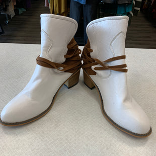 Primary Photo - BRAND:    CLOTHES MENTOR STYLE: BOOTS ANKLE COLOR: WHITE SIZE: 8.5 SKU: 313-31332-6523