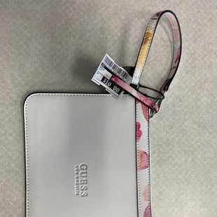Primary Photo - BRAND: GUESS STYLE: WRISTLET COLOR: WHITE SKU: 313-31344-19742