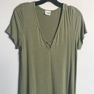 Primary Photo - BRAND:    CLOTHES MENTOR STYLE: TOP SHORT SLEEVE BASIC COLOR: GREEN SIZE: S OTHER INFO: B-SHARP - SKU: 313-31311-25121