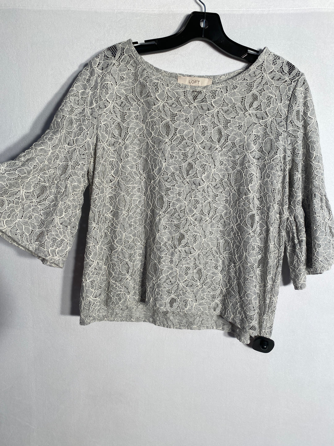 Primary Photo - BRAND: ANN TAYLOR LOFT<BR>STYLE: TOP SHORT SLEEVE<BR>COLOR: SILVER<BR>SIZE: M<BR>SKU: 313-31332-3799