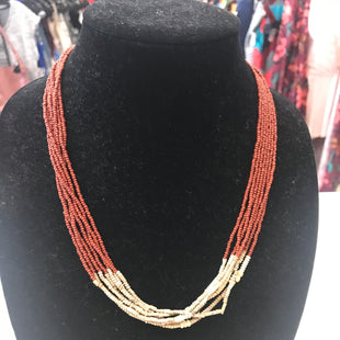 Primary Photo - BRAND:    CLOTHES MENTOR STYLE: NECKLACE COLOR: BROWN SKU: 313-31328-35505