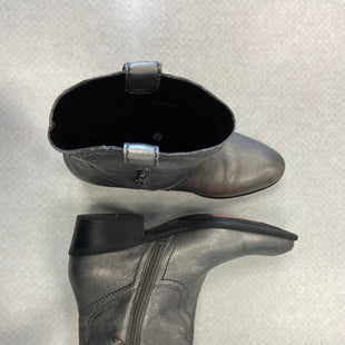 Primary Photo - BRAND: GUESS STYLE: BOOTS ANKLE COLOR: SILVER SIZE: 9.5 SKU: 313-31344-21688