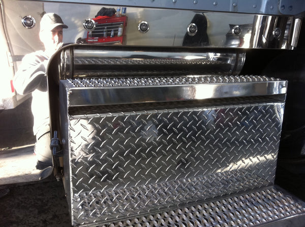 Peterbilt Aluminum box polished